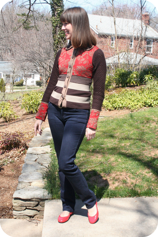 Weekend chic working mom outfit idea: Patterned sweater, red flats