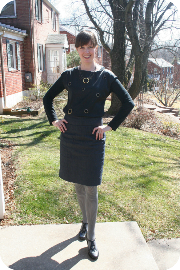 Core Wardrobe working mom outfit: How to wear a pencil skirt