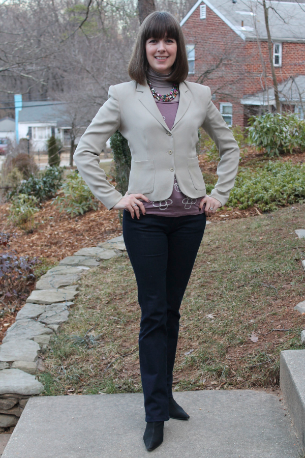 Working mom outfit idea: Grey blazer paired with printed tee for an unexpected bit of color.